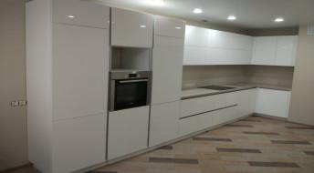 Белая кухня МДФ с фасадом Mira-1