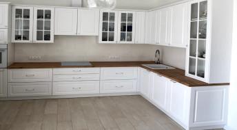 Кухня белого оттенка Classico